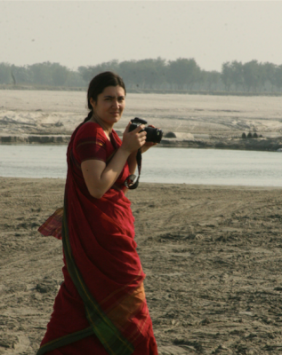 Postdoc Luisa Cortesi holding a camera during field work